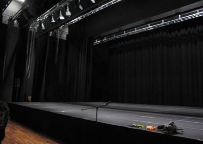 Auditorium With Large Stage 800 600